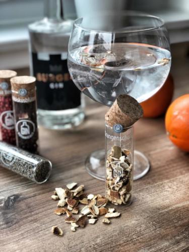 Burgen Gin mit Orangenschale