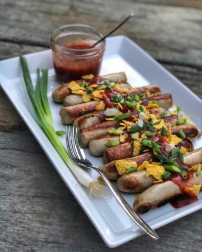 Würstchen mit Nachoskrümel
